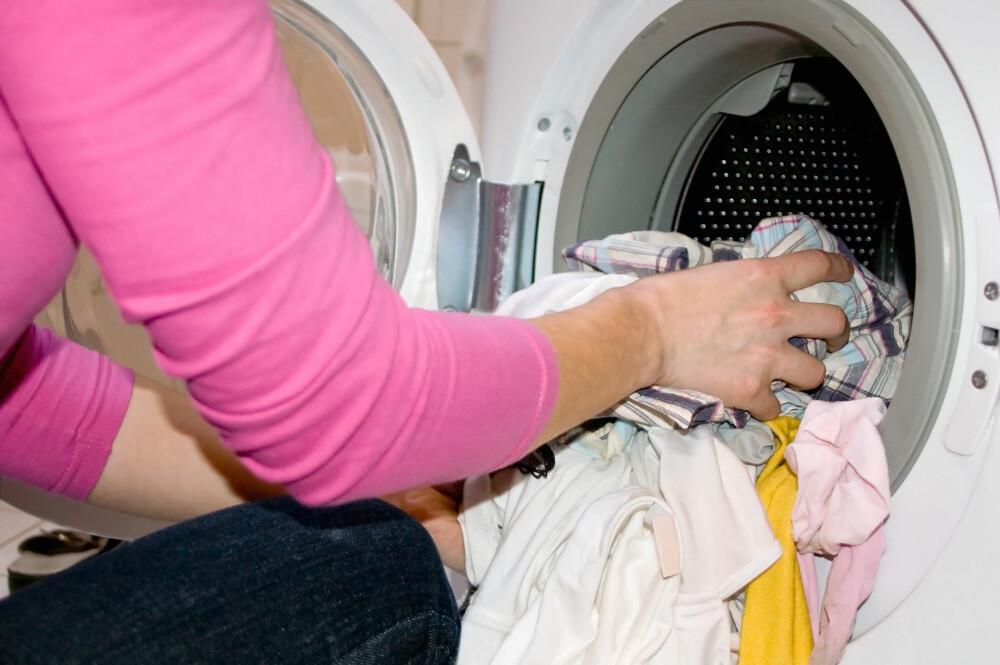OFTE: Mange av oss bruker bare T-skjorten en dag før den havner i vaskemaskinen.