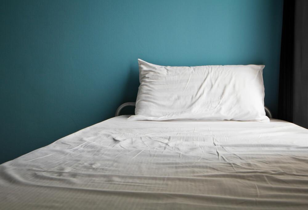 IKKE SYK: Du blir nok ikke syk selv om sengetøyet ligger på en uke til.