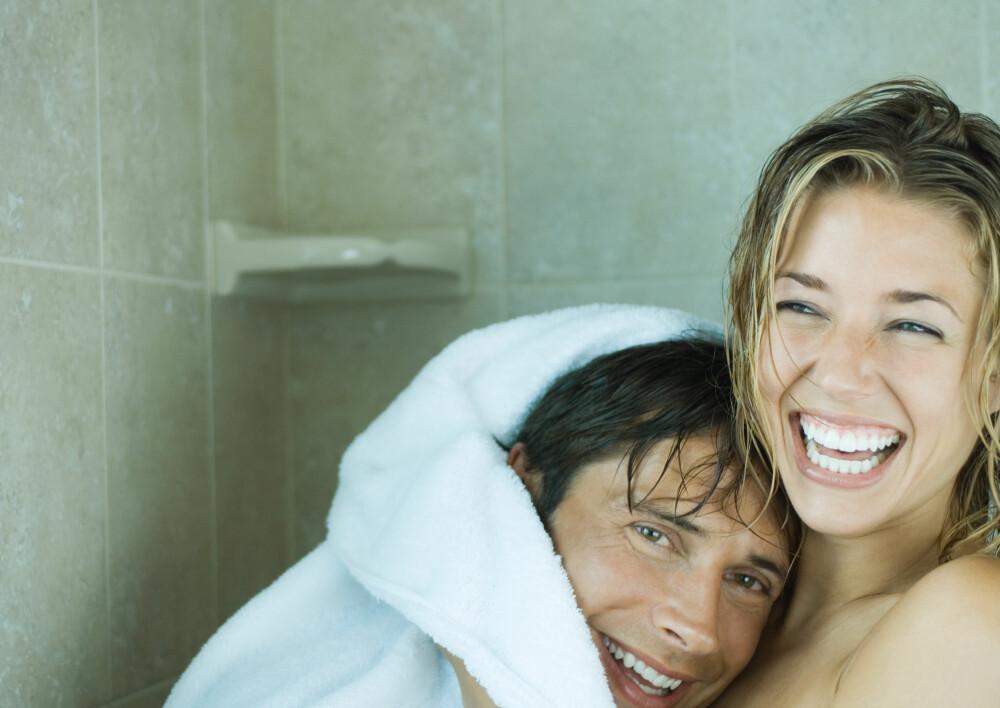 LUKT: Hvis håndkleet begynner å lukte, betyr det at det er bakterier i det.