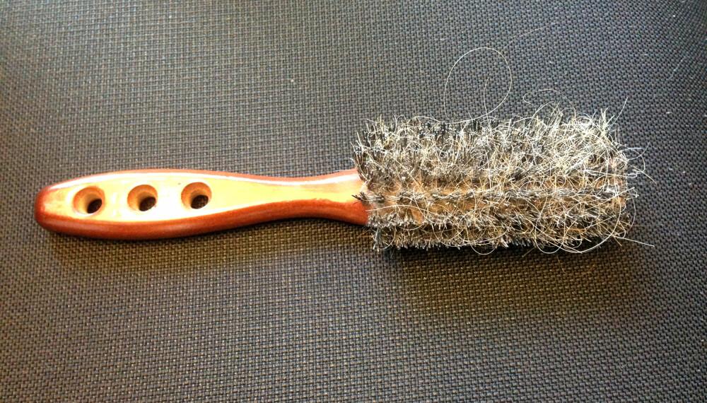 HÅRTAP: Ser hårbørsten din også slik ut? Det kan være mange årsaker til at du mister håret. FOTO: Jenny Mina Rødahl
