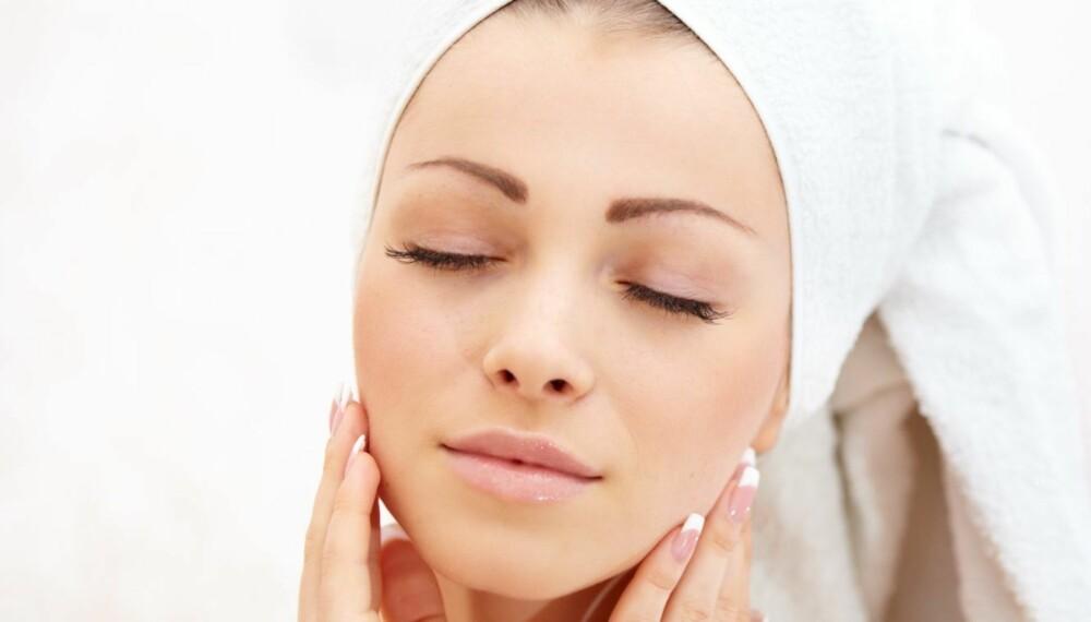 NØYE: Har du sensitiv hud, skal du være ekstra  nøye med hva du smører deg med.
