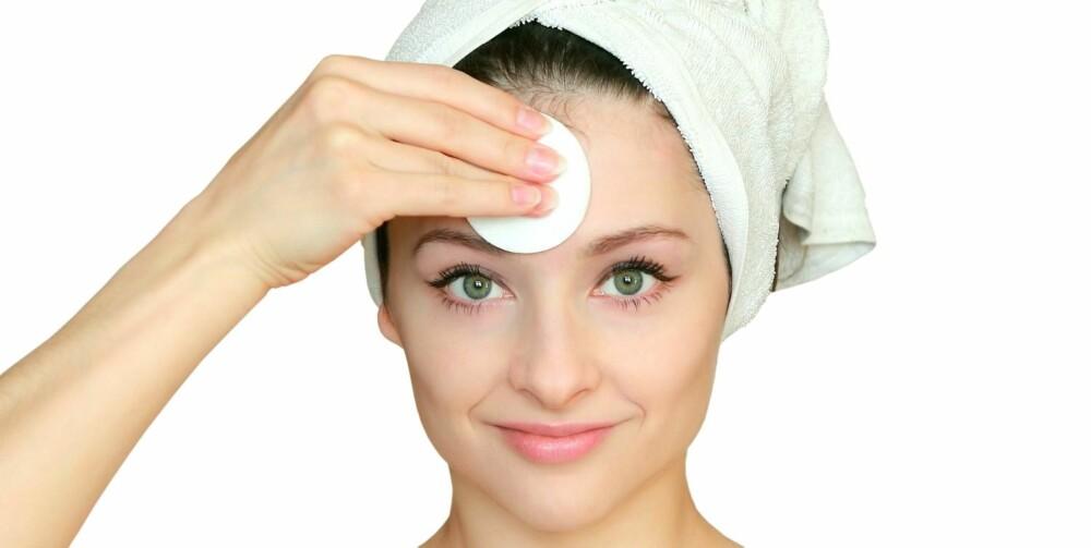 BEHANDLINGER: Sensitiv hud kan bli mer rød og irritert av eteriske oljer og planteekstrakter.