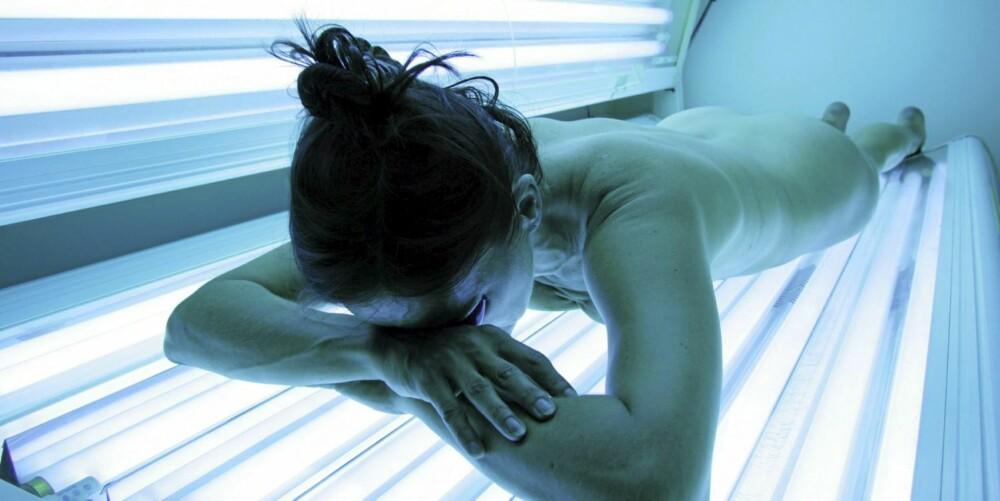 SOLARIUM: Solariumstråler gir kroppen din inntil 3,5 ganger så mye UVA-stråling som i naturlig sol, og øker faren for kreft.