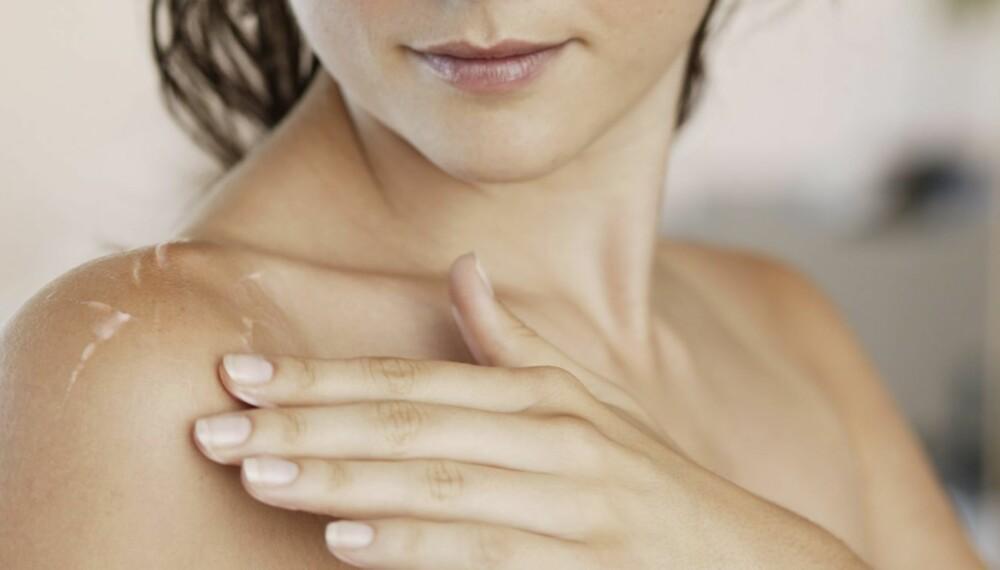BESKYTTE: En god krem skal beskytte huden mot stråler samtidig som den skal reparere rynker og solskader.