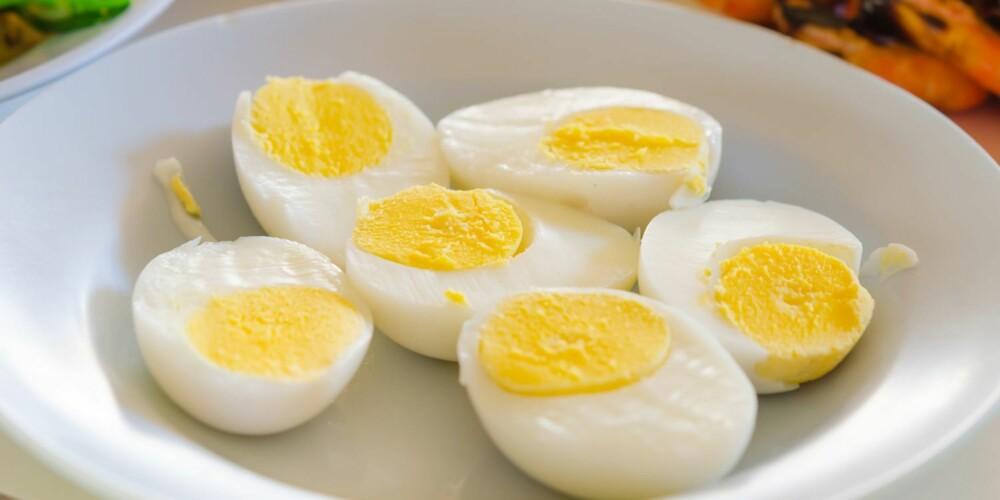 SPIS EGG: Egg inneholder både proteiner og vitaminer som huden vil ha.