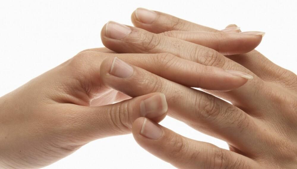 KNEPPELYDER: Det er ikke farlig å lage knekkelyder med fingerleddene, selv om det å «knekke» andre ledd ikke akkurat anbefales.