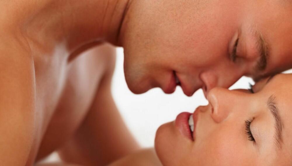 BEKREFTELSE: Flørt og bekreftelse er i følge ekspertene viktige virkemidler for et godt sexliv.