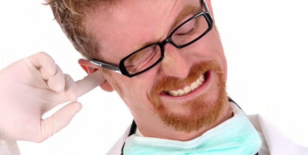 ØREKLØE: Bruk av q-tips i øregangen, mye vann i øret, eller allergi mot såpe og kosmetikk kan utløse øregangseksem.