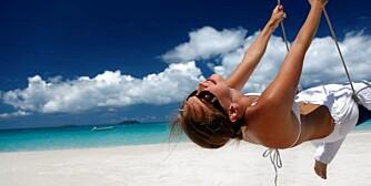 GLAD I SOLEN: Nyt solen i sommer, men pass på å bruke nok solkrem.