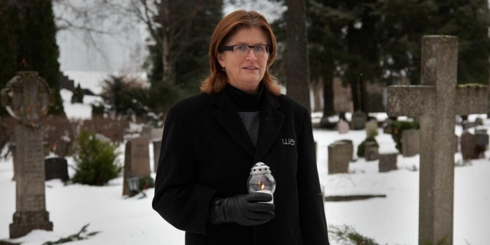 GRAVFERDEN: ¿ En vanlig gravferd i Norge i dag koster 25.000¿ 35.000 kroner, men kan komme opp i 100.000 kroners-klassen, selv om dette er mer sjeldent. Vi må også i stadig større grad forholde oss til flerkulturelle begravelser og nye skikker, forteller Vera Bang i Wang Begravelsesbyrå, avd Nordstrand.