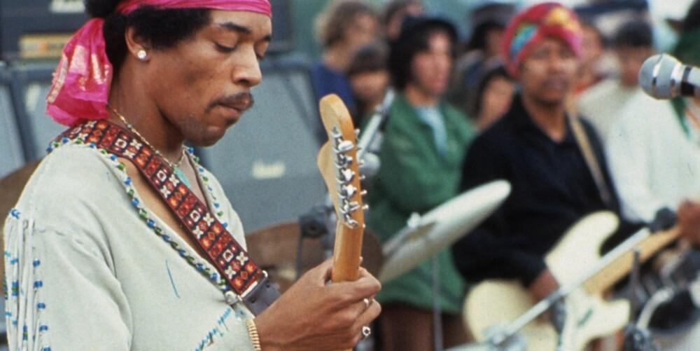 GITARIST: Jimi Hendrix var venstrehendt og måtte snu rekkefølgen på gitarstrengene.
