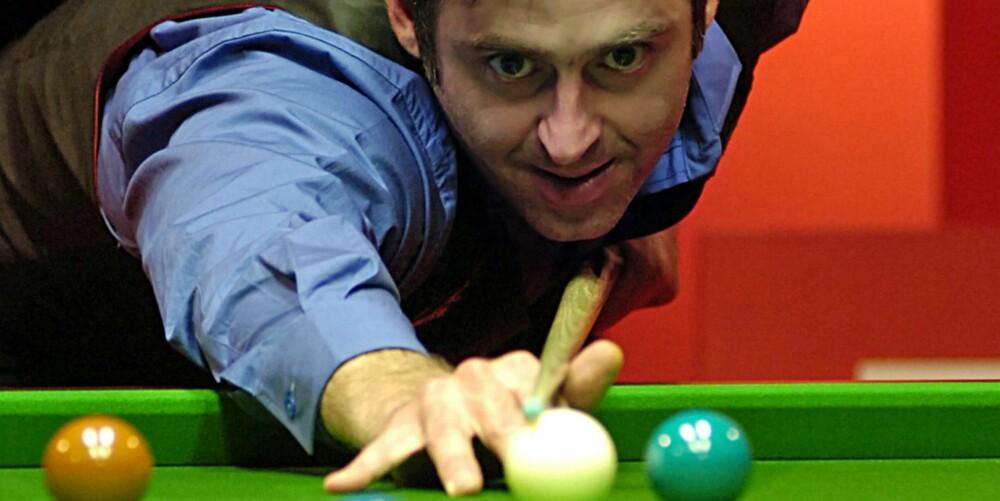 SNOOKER: Ronnie O'Sullivan er verdens beste snookerspiller, og har den fordelen at han spiller like godt med venstre hånd og høyre hånd.