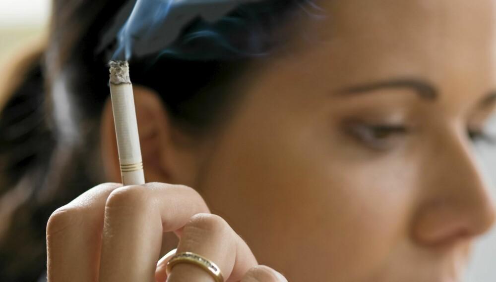 TRØSTEPINNE: For mange kvinner er sigaretten en trøst. Etter røykeslutt er det ekstra lett å sprekke når livet går på tverke.
