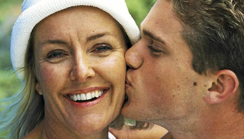 eldre kvinner yngre menn dating
