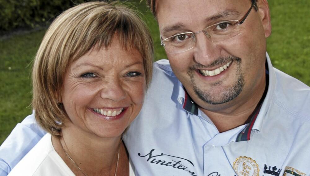 SJELEVENNER: Litt baksnakking ble det da Trine Dehli Cleve (50) og 12 år yngre Thomas Cleve ble kjærester for 16 år siden.
