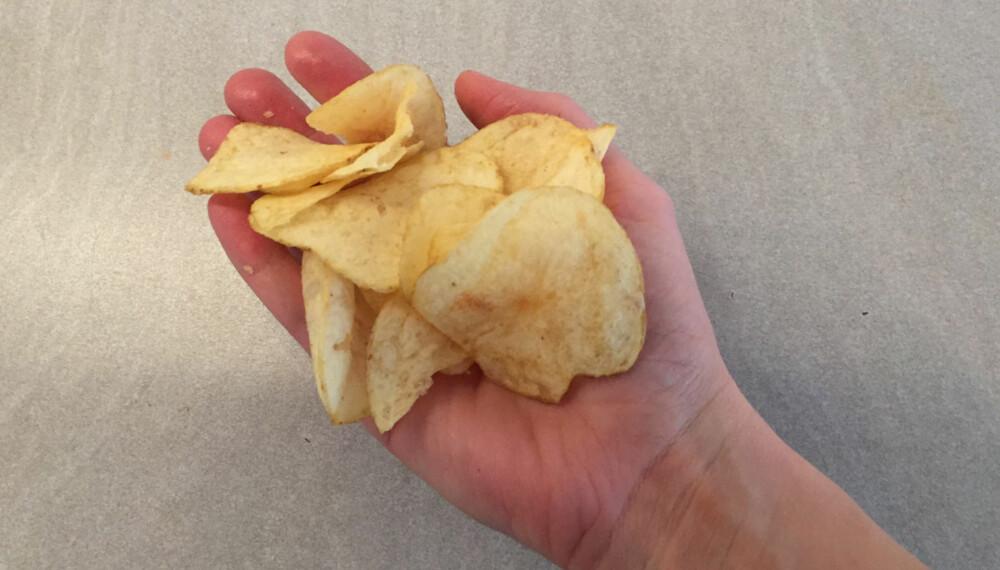 300 KALORIER: Det skal ikke mer til enn en slik mengde med chips for å få i deg 300 kalorier.