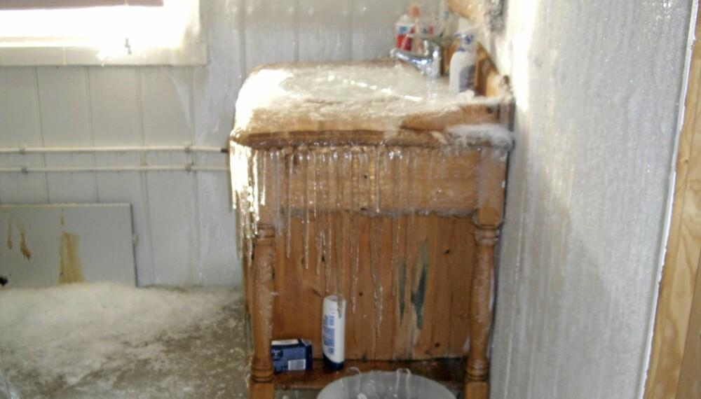 VEDLIKEHOLD: Ta jevnlig sjekk av hus og hytte. Dette vanvittige bildet er fra en hytte på Bjorli med mildt sagt store vannskader.