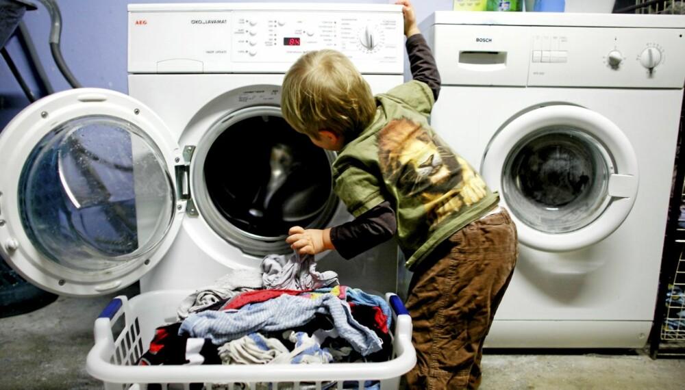 SPRER BAKTERIER: Vask av klær på lave temperaturer sparer strøm, men kan også spre smittebærere fra ett plagg til alt som vaskes i samme maskin.