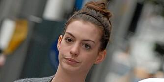 SORGTUNG: Bruddet med kjæresten i juni har gått hardt inn på Anne Hathaway, og hun har visstnok gått ned hele to kjolestørrelser