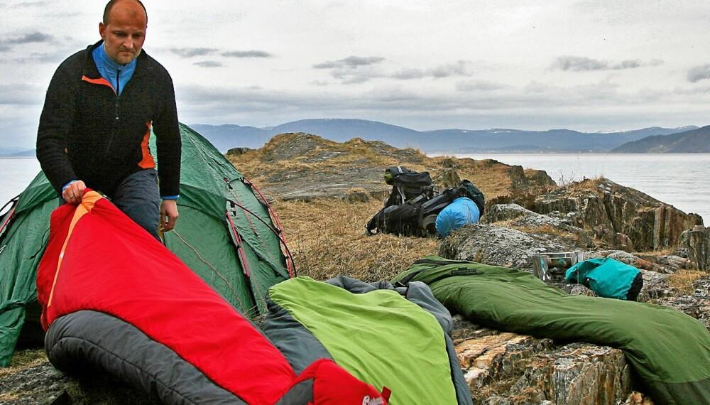 TEST AV SOVEPOSER: Villmarksliv og Klikk.no har testet 10 soveposer for bruk i sommerhalvåret.