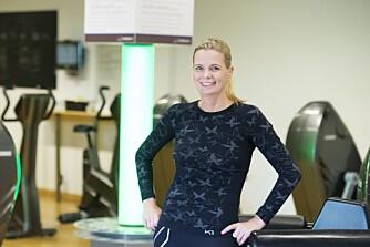 FRISKERE MED TRENING: Fordi Gry Bjørnbakk (41) ikke kan løpe raskt eller drive med tung kondisjonstrening, var styrke en perfekt løsning for henne. Nå har hun gått ned 16 kilo.