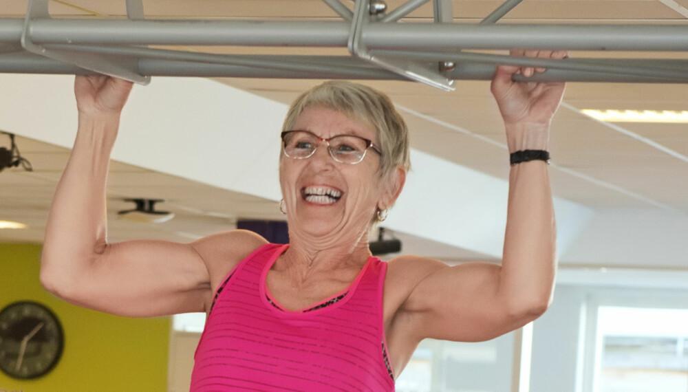 TRENTE SEG FRISK: Det er aldri for sent å begynne å trene. Det er 66 år gamle Liv Reidun et levende eksempel på. Ikke bare har trening hjulpet henne fysisk etter blodproppen; hun har også det mye bedre mentalt nå enn før. FOTO: Anders Martinsen