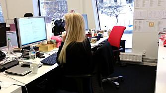KONTORROTTE: Det er en ganske tøff påkjenning for kroppen å sitte stille på en kontorstol fem dager i uken. FOTO: Mari Parelius Wammer