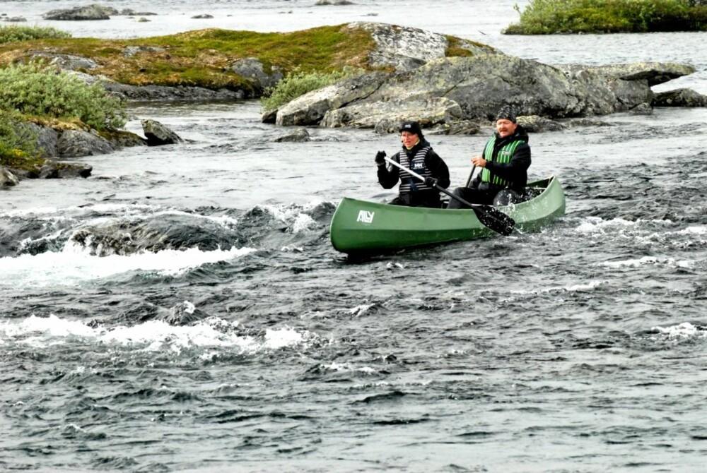 I ELVA ut fra Kvennsjøen er vannføringen passe for elvepadling, for den som kan og tør.