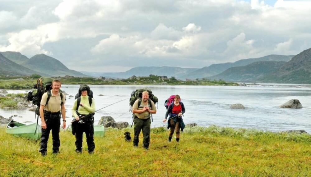 STRABASIØST: En padletur på Hardangervidda med store og små kan være strabasiøs, men full av naturopplevelser og fiskelykke.