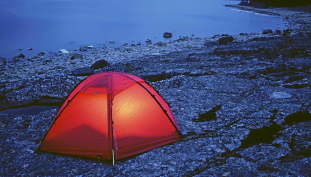 TEST: Villmarksliv og Klikk.no har testet 12 lykter som lyser opp teltturen - noen bedre enn andre!