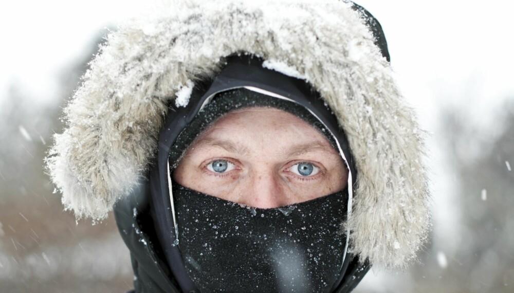 BESKYTTER LUNGENE: Dekker du munn og nese med et skjerf, beskytter du lungene mot den kalde lufta.