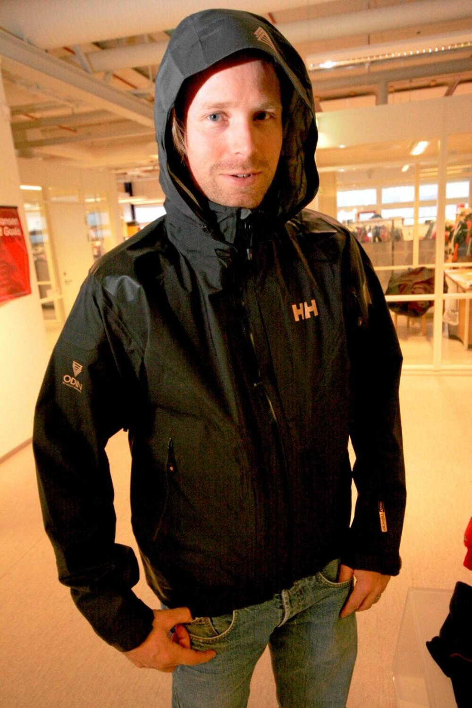 VANNTETT: Helly Hansens siste slipp på skalljakker heter Odin, en pustende, vanntett jakke med HellyTec O2-teknologi. Jakken er dyr, 4450 kroner må du ut med.