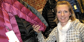 IMPREGNERING: Dunjakke-ekspert Ida Mæhlum ved Oslo Sportslager forklarer hvordan du skal impregnere dunjakken din.