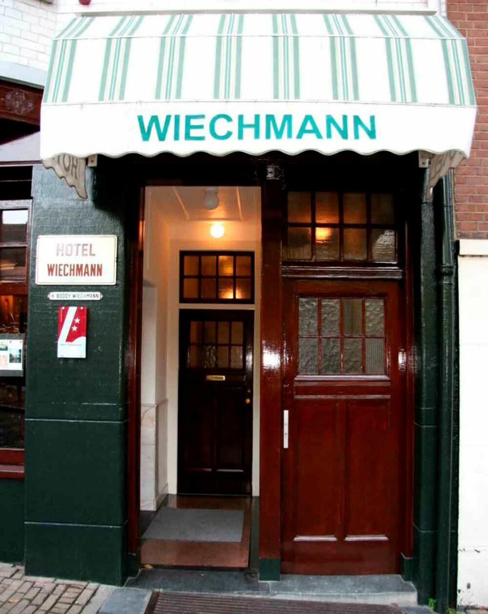 RUSTNING: I resepsjonen på Hotel Wiechmann finner du en rustning.