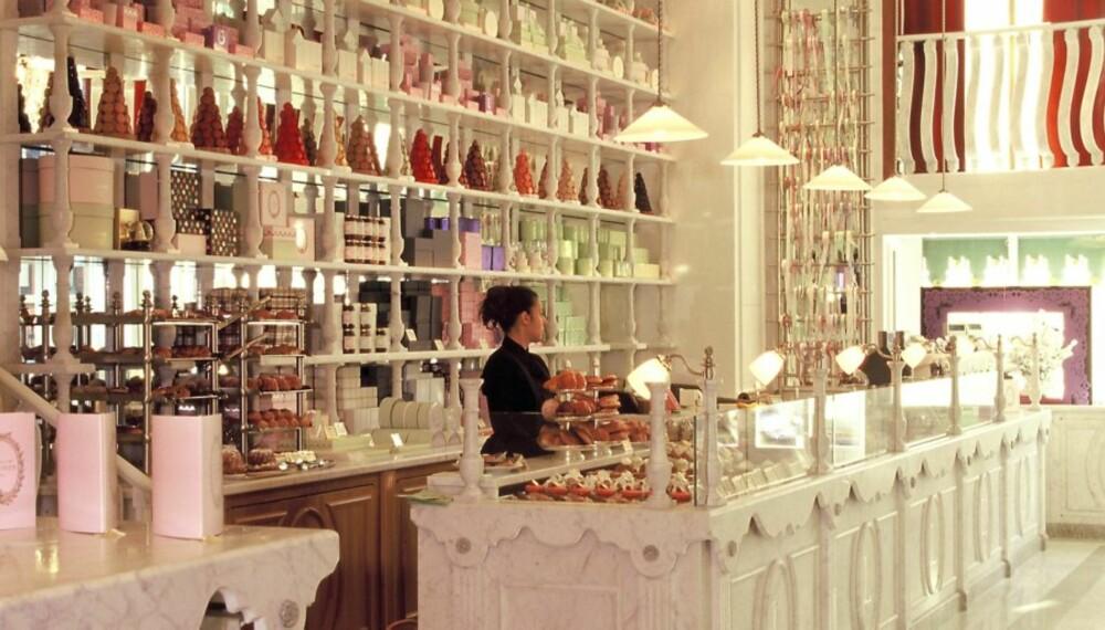 AFTERNOON TEA: Ro ned shoppingen med en kopp tea på Harrods.