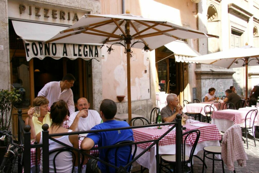 PIZZA: Forno a legna Pasquino har kanskje Romas beste pizza.
