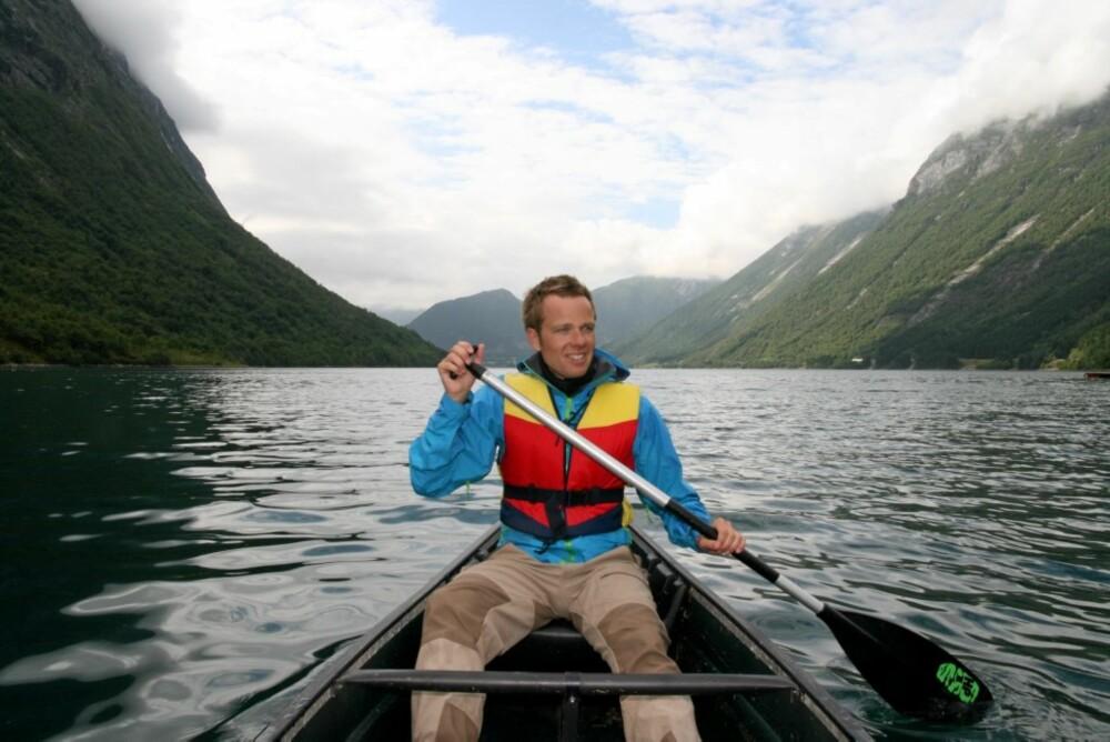 TIL LANDS OG TIL VANNS: Hjørundfjorden har mye å by på.