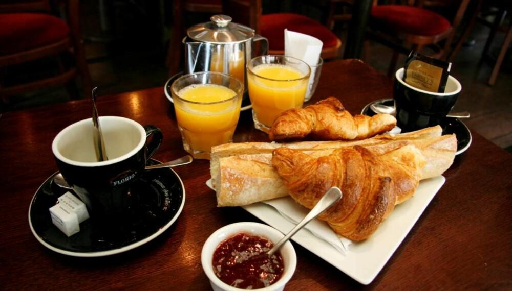 SMAKEBITER: Ekte fransk frokost.