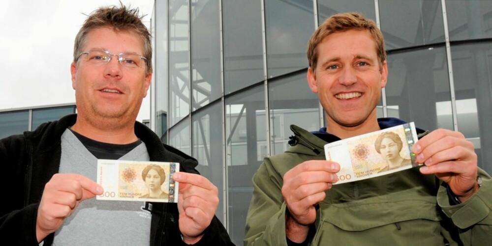 HALVLAKEN: Eivind Thilesen (t.v.) og Håkon Gregersen har 500 kr hver til rådighet, og de må kjøpe absolutt alt de trenger til en dags fisketur