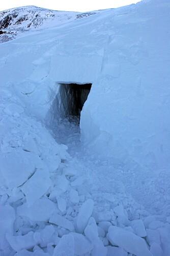 FERDIG: To personer lager en bra hule på et par timer, litt avhengig av snøforholdene.
