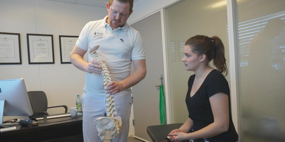RYGG- OG NAKKEVIRVLER: I verste fall kan belastningen på nakken føre til artrose. FOTO: Jenny Mina Rødahl