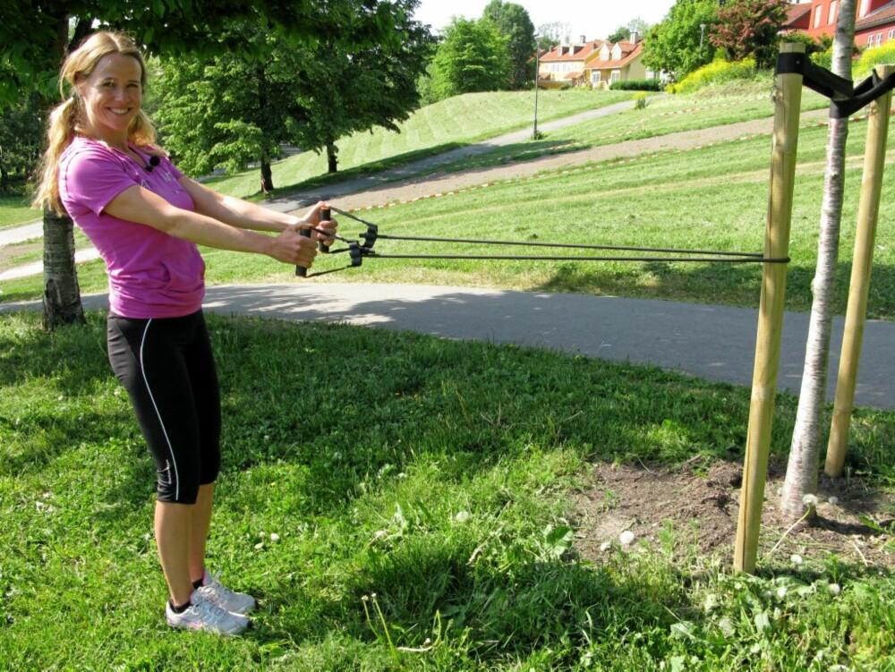 RYGG: Stram strikken og hold armene ut fra kroppen.