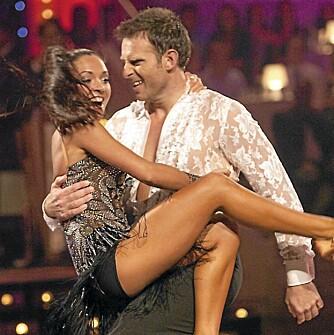 SEXY DANSEPARTNER: Elena Bokoreva Wiulsrud sørger for at Carsten gir alt på dansegulvet under direktesendingene av TV 2-suksessen «Skal vi danse».