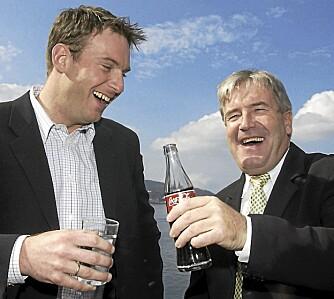 FØR: En tydelig tyngre Carsten nyter en flaske Coca-Cola med kollega Davy Wathne i TV 2-sporten.