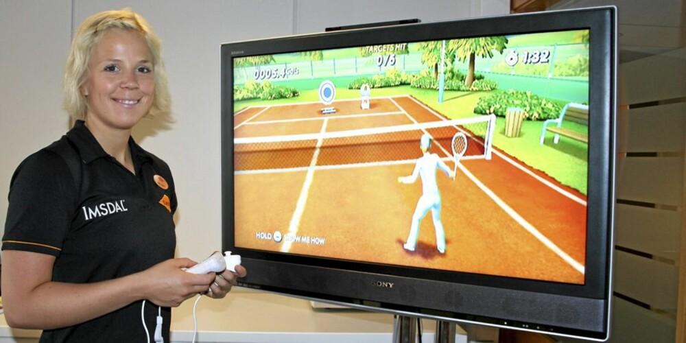 TRENINGSSPILL: EA Games lanserer et nytt treningsspill der kvinner er i målgruppen. Anne Marte Sneve, personlig trener ved Sats Storo, var med på prøvespilling.