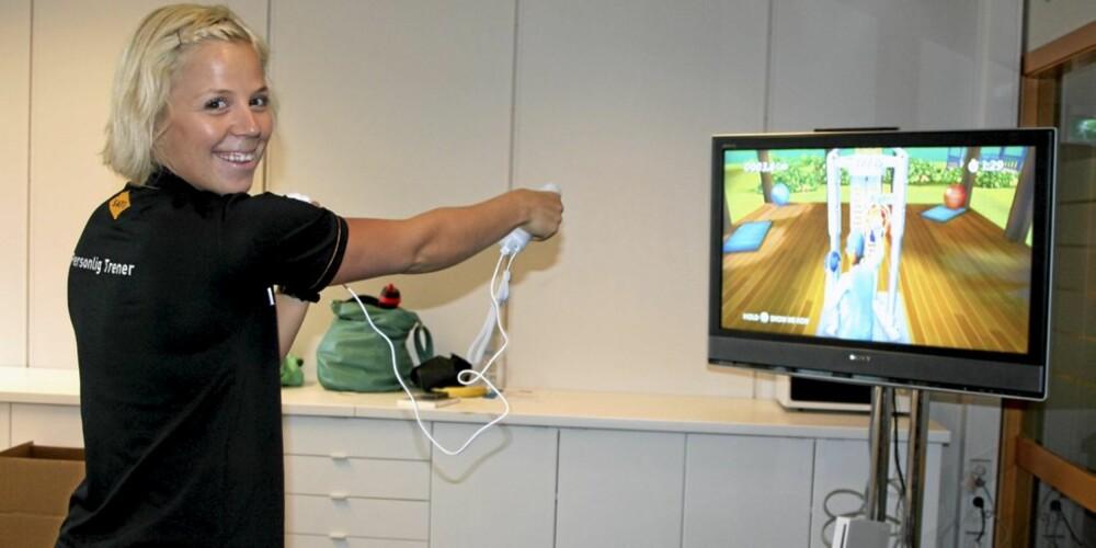 PERSONLIG TRENER: Anne Marte Sneve, personlig trener ved Sats Storo ble oss da vi så nærmere på det nye spillet Active Personal Trainer for Nintendo Wii. Her tester hun ut boksing.