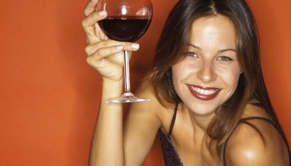 ALKOHOL: Seks av ti tror rødvin er sunnere enn annen alkohol, men det er nok dessverre en myte.