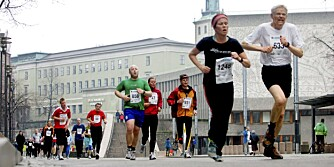 SENTRUMSLØPET: Flere hundre kvinner og menn deltok i gateløpet i april 2008.
