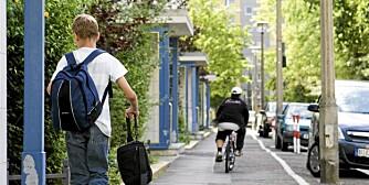 FORTAU: Syklister har lov til å sykle på fortau, men de skal sykle på fotgjernes premisser og i lav fart, gjerne gangfart