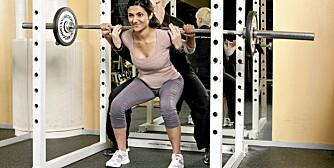 KNEBØY: En av øvelsene proffene anbefaler oss å begynne med, og som gir raske resultater når vi vil bygge muskler. Her er det artisten Samsaya som viser hvordan det gjøres.